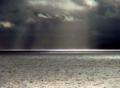 pluie sur mer agrandie