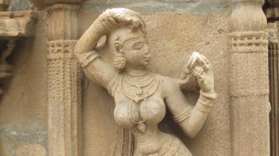 Femme au miroir (Temple Inde du sud)