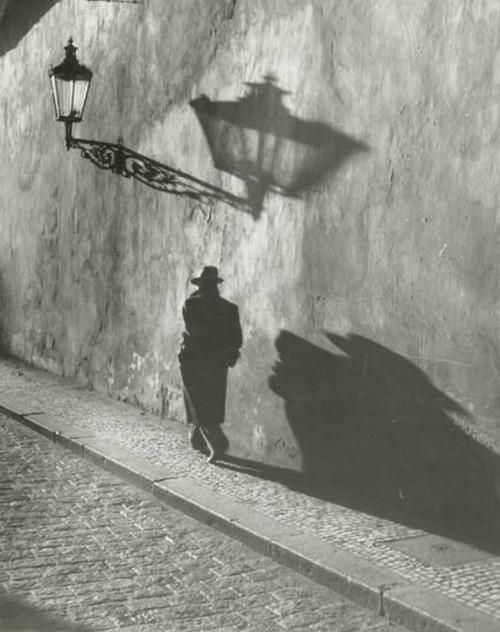 Prague 1930s from Gueule-de-loupviolette