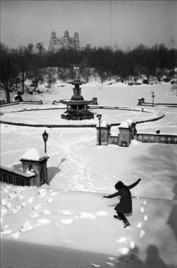 Boubat - Neige à Central Park - NY 1964