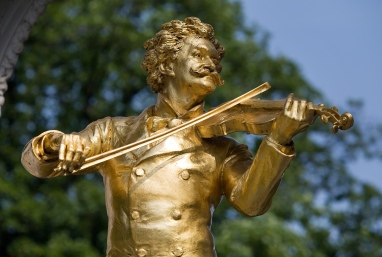 Johann Strauss Monument in Stadt Park. Vienna, Austria. (Photo Wikipédia)